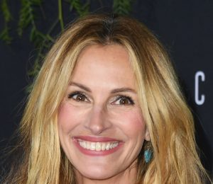 Julia Roberts Dyes Hair Rose Gold