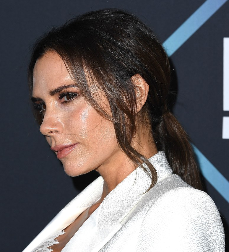 Victoria Beckham shows her Ken Pavesstyled hair on PCA's 2018.