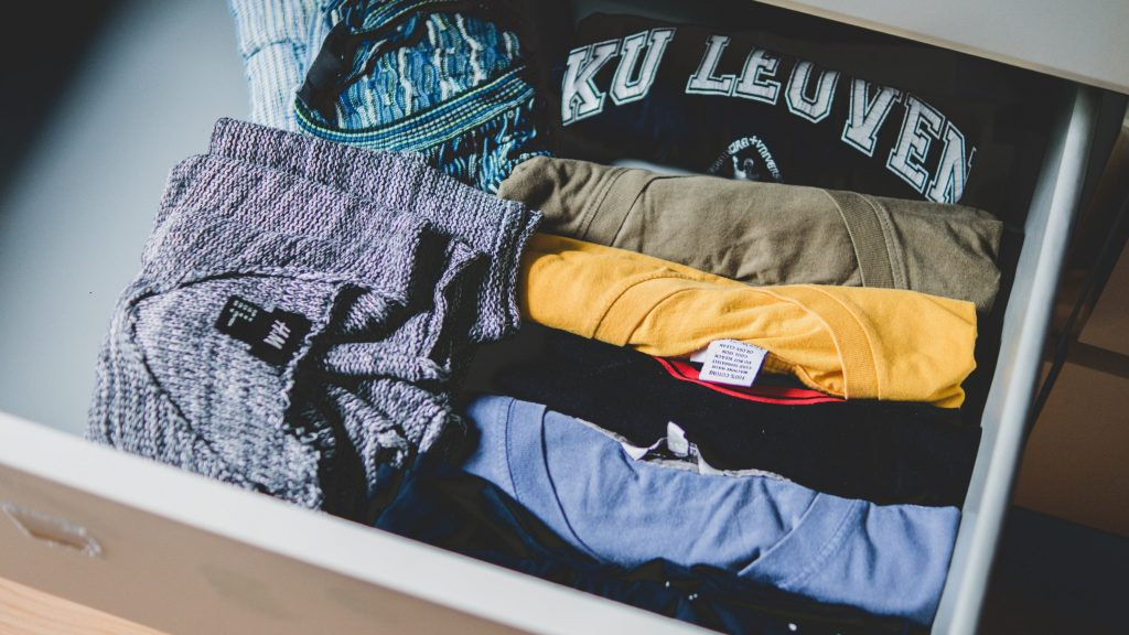wardrobe organization, how to keep your cupboard organized, how to clothing clothes, housekeeping, home organization tips