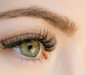 Ways to grow long eyelashes in a month