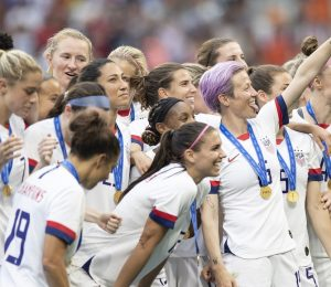 "Women's VM Fans Chant ""Equal Pay"" Under US Win: Video"