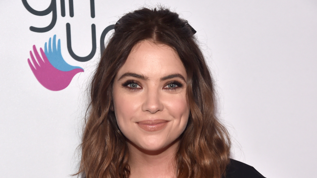 Ashley Benson debuts a Bob haircut – See photo
